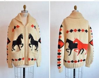 30% off storewide /// Vintage 1950s NOVELTY knit unisex cardigan