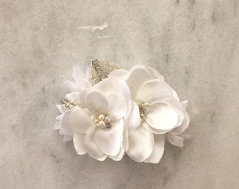 Soft white Bridal hair comb White Double Flower comb pearl hair comb Handmade Wedding