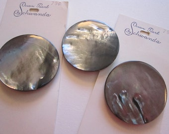 3 large vintage shell buttons - 37mm Schwanda Ocean Pearl - grey shell buttons