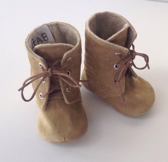 Women's shoes, women's boots, women's socks and handbags at SHOE SHOW!