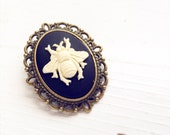 Vintage Style Cameo Bee Brooch / Beekeeper Gift Wedding Shower Bridesmaid Favors Bridal Party Boutineer Brooch Boquet Pin Tea Party Themed