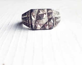 Vintage Retro Ring / Faceted Geometric Size 7.5