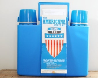 Vintage Picnic Travel Case Blue Thermos Americana Sports Kit 1974 King Seeley  Mint No 252