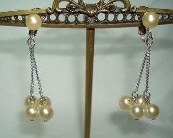 Sarah Coventry Vintage Pearl Dangle Earrings.