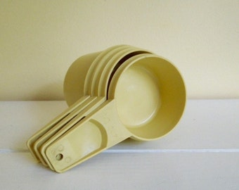 Vintage Tupperware Measuring Cups in Harvest Gold, Set of Four, Retro Kitchen
