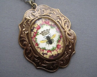 Bee Jewelry - Bee Necklace - Insect Jewelry - Art Pendant - Bumble Bee - Picture Pendant - Nature Jewelry - Pendant Necklace - Vintage Style
