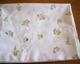 Vintage Cannon Monticello Standard Size Floral 50/50 Percale Pillowcase