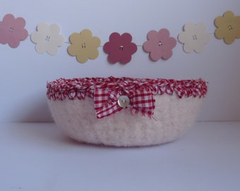 SALE.....Felted 'FUSSPOT' bowl / tray. 'Country Gal' . Natural ,off-white bowl with gingham fabric trim . UK seller ...ready to ship....