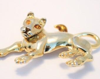 Vintage lion brooch.  Goldplated lion brooch