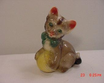 Vintage Cat & Yarn Ball Figurine   16 -91