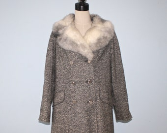 Vintage Wool Tweed Coat . 1960s Black White Tweed Double Breasted Pea Coat with Faux Fox Fur Collar . Size Extra Large