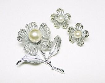 Sarah Coventry Flower Set - Brooch & Earrings Demi Parure - Silvertone with Pearl Beads - Rhinestone Flowers - Five Petal
