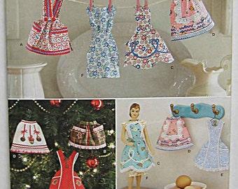 Mini Retro Apron Ornaments Simplicity 1957 Craft Pattern