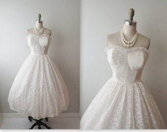 STOREWIDE SALE 50s Wedding Dress // Vintage 1950s Strapless White Lace Wedding Dress Gown XS