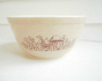 Vintage Pyrex Forest Fancies  Mixing Bowl 402