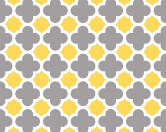 Quatrefoil Medium in Gray/Yellow by Riley Blake Designs - Half Yard