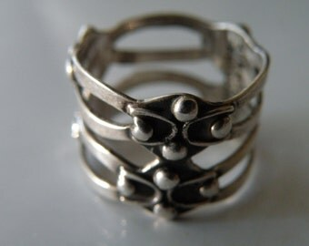Mexican Taxco sterling silver ring. Size: 8.25-8.5