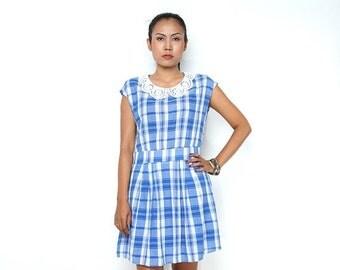 ON SALE Vintage 90s Dress/Blue White Gingham Plaid Lace Collar Cap Sleeve Sheath Dress, Medium
