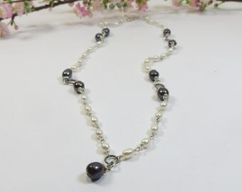 Black and White Pearl Necklace, Luxe Tuxedo Pearl Necklace in Black and White, Silver Wirewrapped Black and White Pearl Necklace