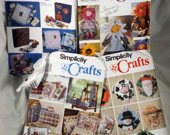 Lot of five craft patterns including a scarf and hat, book carrier magazine carrier hello caddy wine carrier basket cover and other items