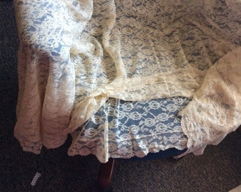Lace spread king size vintage no flaws unused ivory color for tablecloth couch or bed