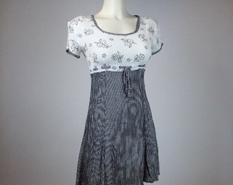 90's Gingham Daisy Rayon Crinkle Mini Dress // S - M