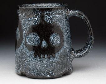 Skull Pottery Beer Mug, Metallic Black Spotted Zombie Skulls Pint Mug