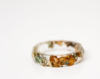 geofaceted eco resin ring, transparent clear size 8 thin with variegated metallic flakes