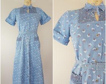Vintage 1940s Dress / Blue Floral Basket Weave / Cotton Day Dress / Medium