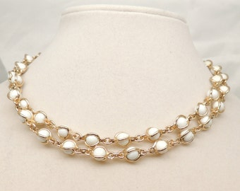 Vintage White and Gold Tone Necklace