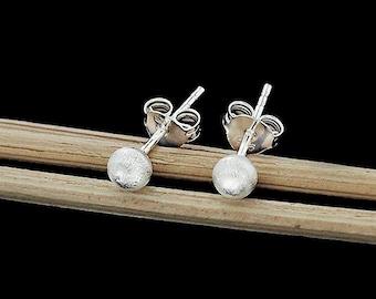1 pair of 925 Sterling Silver Brushed Round  Stud Earrings 4mm. , minimalist earrings  :er0982