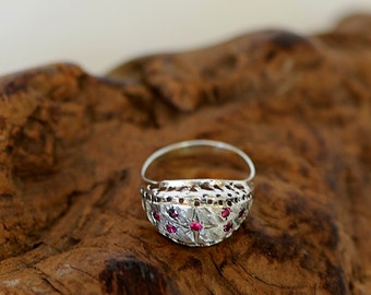 Vintage Textured Sterling Silver Domed Ring With 7 Pink Stones.. Size 8.25 (#77)