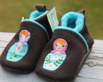 Boiled Wool Slippers, Baby Girl Slippers, Baby Boots / Baby Shoes, Toddler shoes, Baby Girl Gift, Leather Soled Shoes, Russian Dolls
