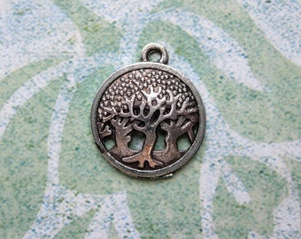 10 Round Tree Charms in Silver Tone - C2354