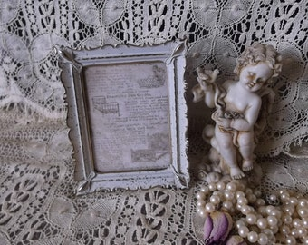 Vintage metal picture frame, scallop design, white and goldtone, convex glass, small frame, romantic home decor
