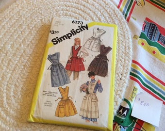 Simplicity size 10-12 Apron