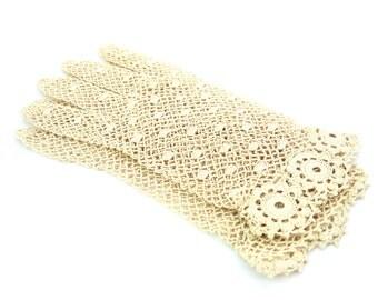 Ladies Crochet Gloves. Ecru, Scalloped Cuff. Small Beige Gloves. Vintage 1950s Women's Wedding Accessory