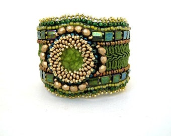 Green bead embroidered bracelet, Beaded cuff bracelet, Seed bead bracelet, Unique gift for her