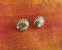Avon Scallop Shell Pierced Earrings
