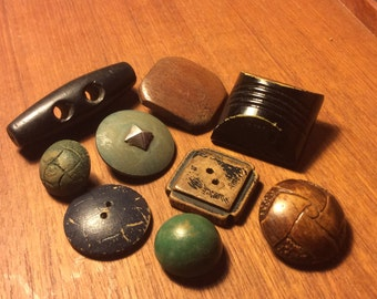 9 Vintage and Antique Wood Buttons