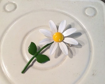 Daisy vintage brooch pin