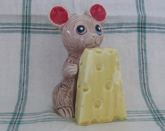 Cute Mid Century Mouse Cheese Vintage Salt Pepper Shakers Made in Japan