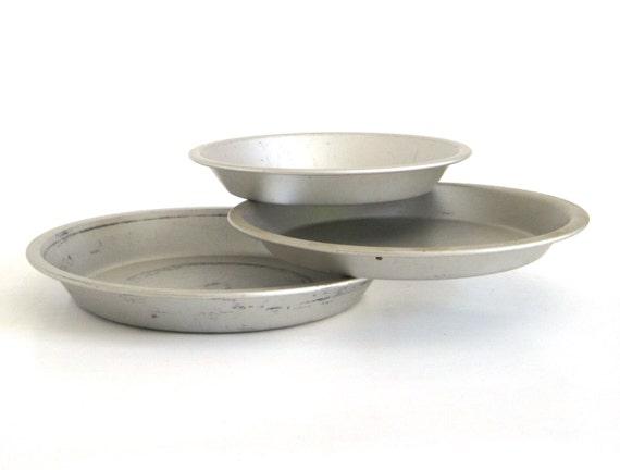 Mirro Pie Pans 288AM 8 x 1 1/4, 319AM 9 x 1 Aluminum Pie Plates
