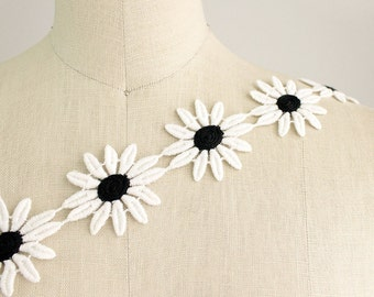 Haley Black And White Cotton Daisy Flower Embroidered Trim / String Of Daisies / Headbands / Flower Child / Appliques / Vintage Decor