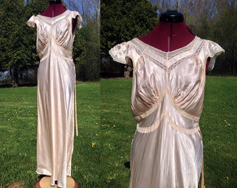 1930s Large Peach Nightgown / 1940s Cap Sleeve Nightgown / Plus Size Vintage Lingerie / Old Hollywood Style / Size 40 / Peach Nightgown