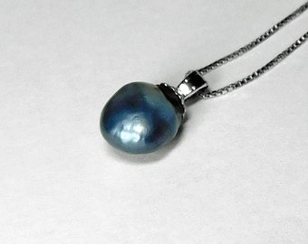 Blue Pearl Pendant in Silver, 9 x 8 mm