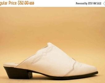 24HR FLASH SALE 80s 90s Vtg White Genuine Leather Minimalist Slide / Pointed Toe Mule Western Motif Boho Hippie Platform Low Heel / Us 5.5 6