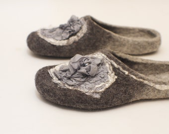 Felted slippers Women slippers Womens home shoes Grey wool grey silk Valenki Woolen clogs Felted clogs Handmade women house shoes