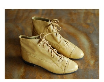 SALE / vintage tan leather ankle boots / size 7 6.5