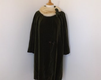 Vintage 1950s green velvet with blonde honey mink fur collar swing coat by Gerald Fisher abalone buttons Russian Princess size M L UK 14 16